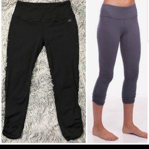 Alo yoga capri leggings shirring button hem